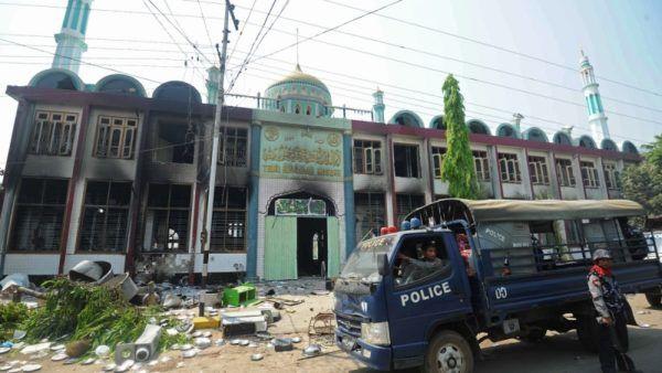 Warga Buddha militan rusak masjid Muslim Rohingya