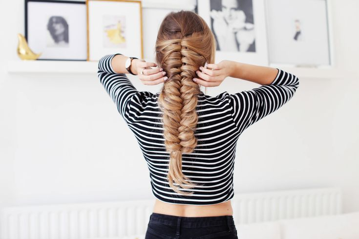 """Skeleton Braid is a new way to create a braid that's layered, complex and super beautiful. It's definitely the new """"IT BRAID"""" in my books, because let's just sa"""