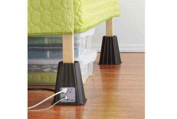 ベッドの脚に取り付けるUSBつき電源タップ「Power Bed Risers」 | roomie(ルーミー)