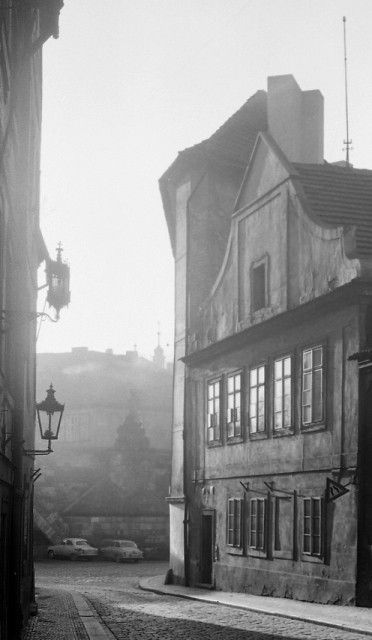 U Lužického semináře (4203), Praha, prosinec 1965 •  black and white photograph, Prague 