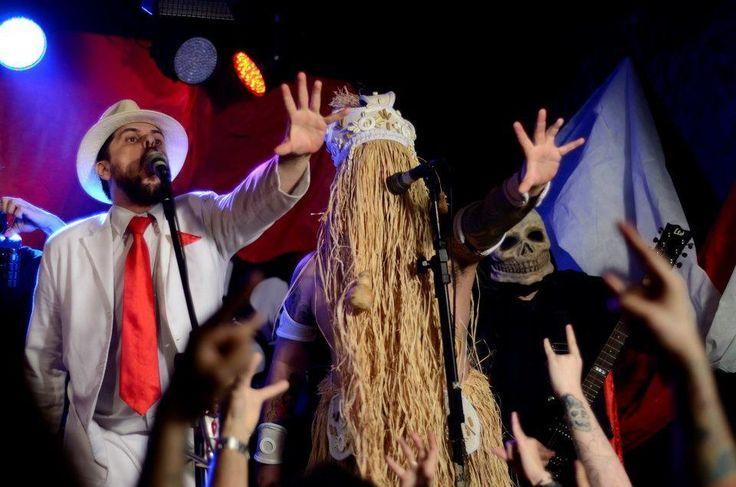 Conhecidos pelas letras irreverentes, a banda Gangrena Gasosa leva sua mistura de metal, hardcore e cultura afro para o Espaço Cultural Municipal Sérgio Porto, no Humaitá
