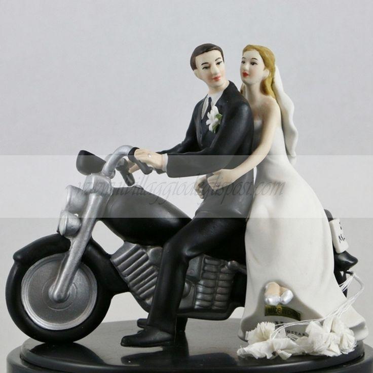 Cake Topper Sposi in moto/ Motorcycle cake topper. Disponibile su/Available: http://www.ilvillaggiodeglisposi.com/