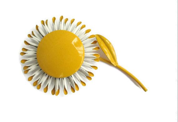 Large 4 Vintage Yellow and White Enamel Daisy by BajanLizard