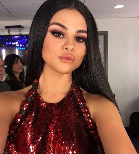 "((FC Selena Gomez)) ""Hey, I'm Selena. I'm 18 and I mostly do modern dance. Sometimes I like classic dances, but it just depends on my mood. Introduce?"""
