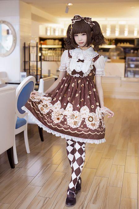 Lolita Girl / Cute Dress / Headband / Kawaii Fashion Photography / Cosplay // ♥ More at: https://www.pinterest.com/lDarkWonderland/