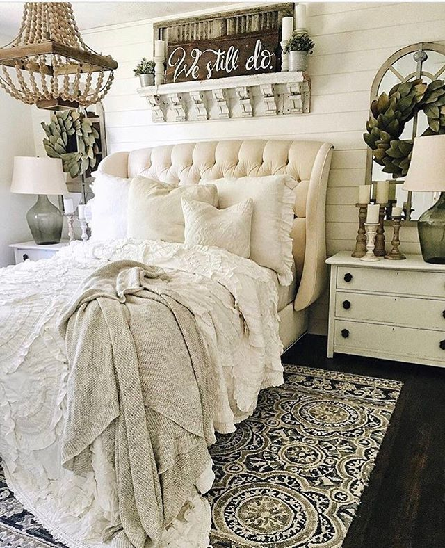 So I was looking for a little #farmhousebedroom inspiration this morning.. we painted our bedroom awhile ago, I hung a magnolia wreath over the window over our bed but other than that, I got nothing on the walls!  so I stumble across this gorgeous picture and it was just the style & inspiration I was looking for.. and surprise surprise this beauty belongs to @lizmariegalvan -- I just love, adore and swoon over everything this lady does!