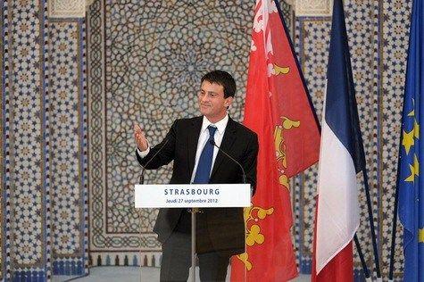Mr Valls se fait fort de vouloir donner une coloration tricolore à l'islam au point qu'il se prend les pieds dans le tapis de prière à la mosquée de Strasbourg. Pour y arriver, il est convaincu qu'…