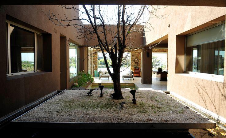 Arquitectura - Paisajismo - Ricardo Pereyra Iraola - Buenos Aires - Argentina - Nordelta - Lago - Estanque - Casa