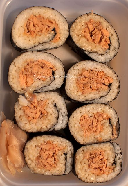 Sushi con salmone cotto  Sushi with cooked salmon