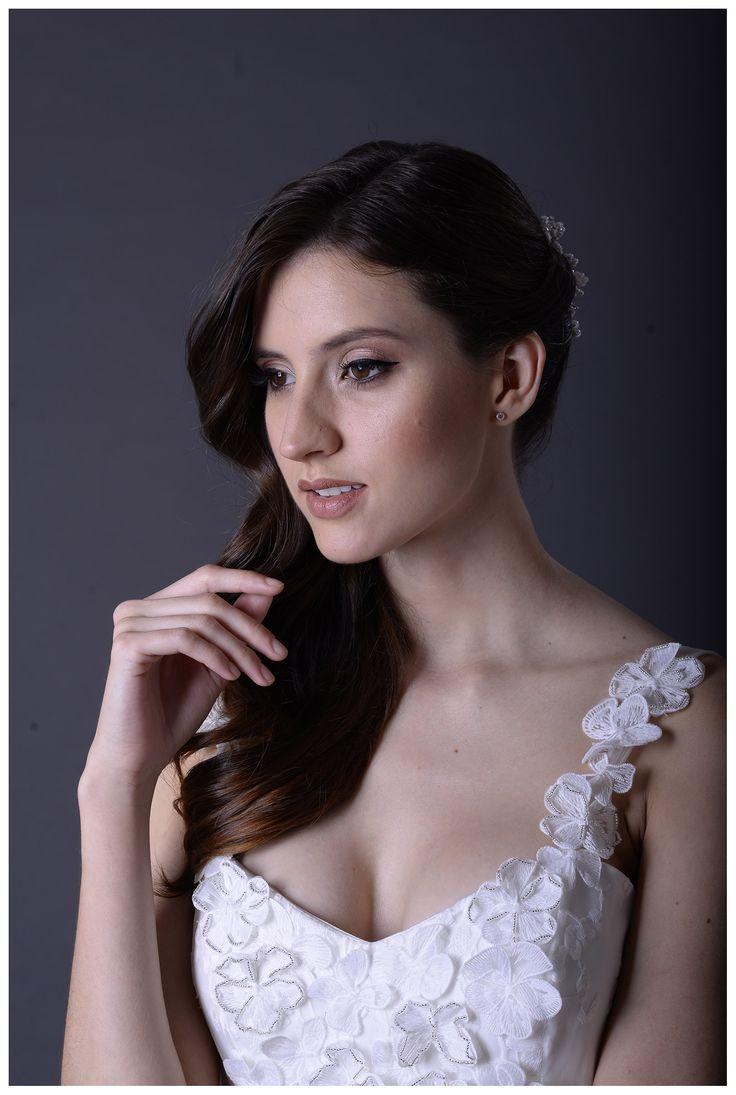 @florlaya !! Producción #vestidosdenovia @lasdemiero Peinado y make Up: @anabel_makeup , Photo: @quientehavistofotografia #vestidosdequince #encajedenovia #encajechantilly #faldasamplias de novia #bodas