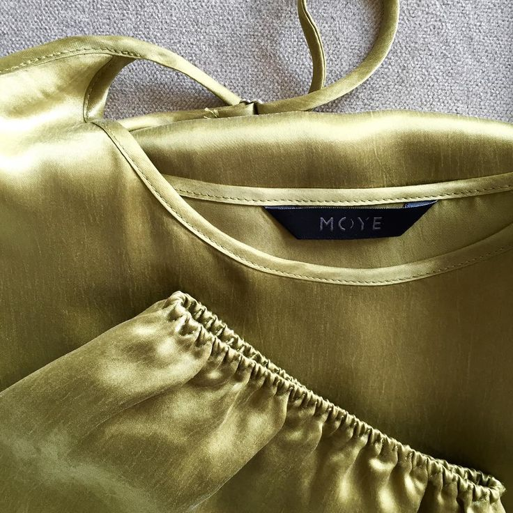 Details make a difference 💫 #details #olive #satin #comfort #quality #happiness #instastyle #unique #sleepwear #moyehomewear #moyebrand #moyestore #springtime #perfect #cotton #cupro
