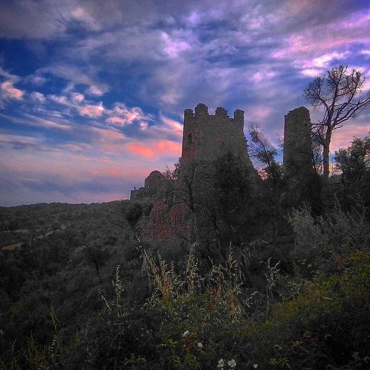 #Repost  Thanks! @joantorrellas  Castell de VilarromàPalamós #gavarres #costabrava #palamos #palamosonline #sunset #stone #castle #picoftheday #tagsforlikes #sky #palamos #costabrava #palamós