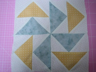 "Impariamo a cucire insieme: Patchwork Base - Variante della Tecnica ""Anatre in volo"" (Flying Geese)"