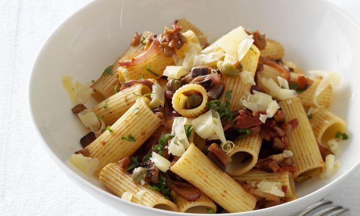 Pasta met aubergine bevat ongeveer 360 calorieën per persoon, dus een prima aanvulling op hetLibelle Lijnt Lekkermenu. Het recept is makkelijk, snel én ook nog eens heel lekker! Kies een kleine pastasoort voor dit gerecht, dan wordt de saus goed verdeeld. Nodig voor pasta met aubergine voor 4 personen 300-400 g penne zout peper 1…