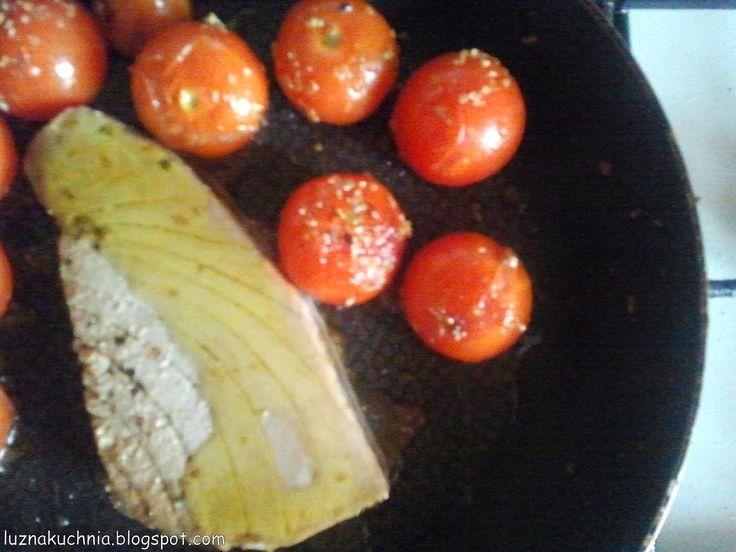 LUŹNA qCHNIA: SoczySTY Stek z tuńczyka z PEŁNOziarnistym spaghet...