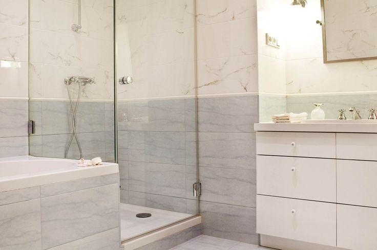 Large Bathroom. Bidet, toiler, shower, bathtub. 85 Király utca, 1077 Budapest, Hungary.