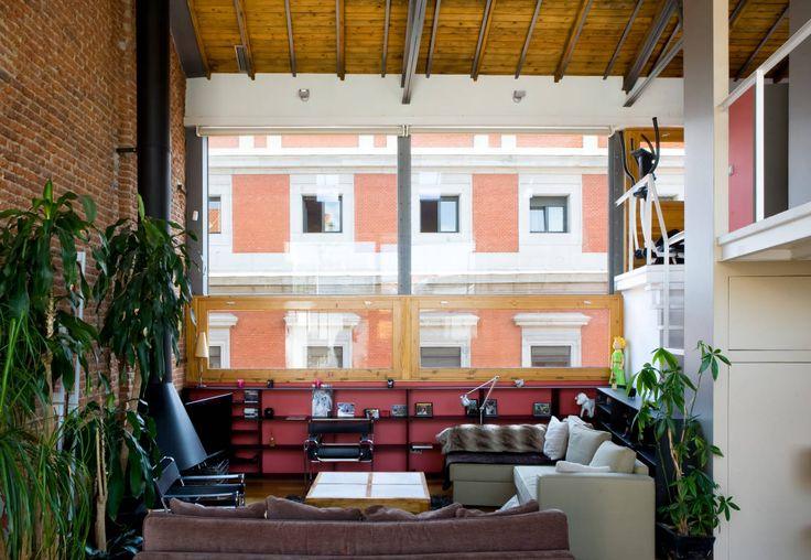 LOFT ATOCHA. Madrid : Salas de estar industriais por Beriot, Bernardini arquitectos