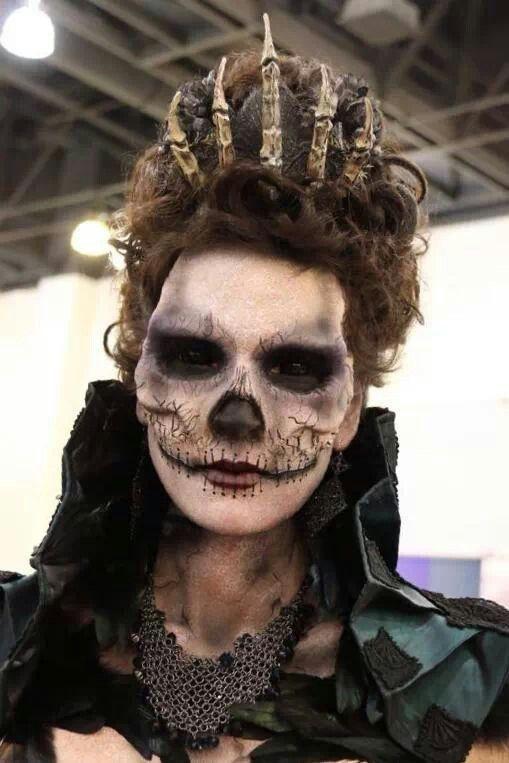 """I Like the tiara- JJG """"Haloween Queen. Prachtig schmink idee en kijk ook eens naar het kroontje!"""""""