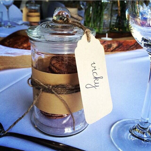 Wedding guest gifts - everyone loves macaroons!