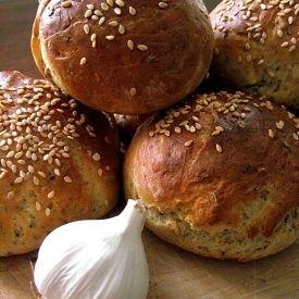 Panini all'aglio ed erbe aromatiche. Condivisa da: http://www.tovagliabianca.blogspot.it/