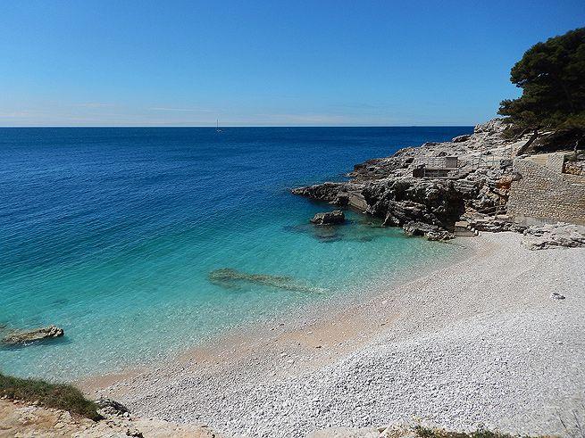 Der Havajka Strand in Pula, Istrien http://www.inistrien.hr/in-istrien/der-havajka-strand/ #Strand #Istrien #Kroatien #Urlaub #Baden #Pula