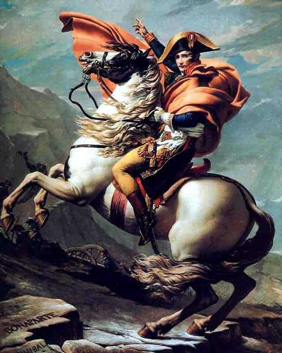 알프스를 넘는 나폴레옹 - 자크 루이 다비드  1800. 베르사유 궁전.  1799년, 쿠데타로 정권을 장악하고 원로원으로부터 제 1통령(Le Premier Consul)으로 임명 받은 나폴레옹은 이듬 해 이탈리아 원정에 나섭니다. 나폴레옹은 1797년 프랑스군을 이끌고 롬바르디아 지방을 점령하였으나 1800년경 프랑스군은 이탈리아 제노아에서 오스트리아군에 포위당해 있었습니다. 나폴레옹은 이 위기에서 프랑스에서 가장 빨리 제노아로 갈 수 있는 길은 알프스를 넘는 것이라는 판단을 내려 생 베르나르 고개를 넘기로 결정했습니다. 1800년 5월, 알프스를 넘은 나폴레옹은 비록 제노아에서는 패배했지만 그에 이은 6월의 마렝고 전투에서 승리하여 이탈리아 원정을 성공으로 이끌 수 있었습니다. 그리고 이 작품은 망토의 색만 다른 4개의 버전이 존재합니다. 작품에서 나폴레옹의 결단력과 단호함이 느껴집니다.