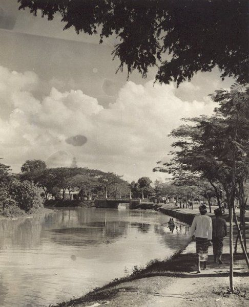 Stadsgezicht (Kali Brantas?/CMIW) Surabaia, Java, Indonesië (1933)