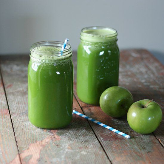 Green Lemonade by clawsonlive: A perfect balance of fruits and veggies in the yummiest Green Lemonade. #Lemonade #Green #Healthy