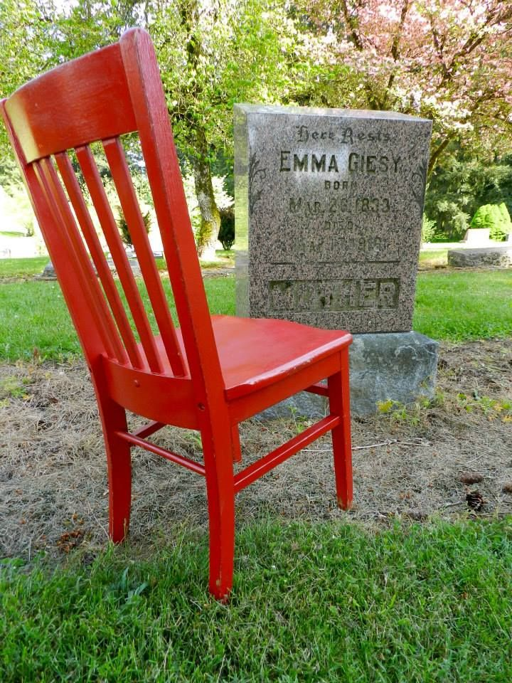 Red was intrigued with the story about Emma Giesy as told by Oregon writer @janekirkpatrick in her books about the settlement of Aurora, Oregon. A visit to Emma's grave near Aurora was a must. Follow Red Chair Travels as it makes its way thru Oregon, One B&B at a time. #redchairinoregon