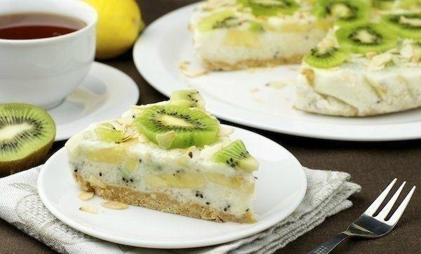 Как приготовить йогуртовый низкокалорийный торт с киви и бананом - рецепт, ингридиенты и фотографии
