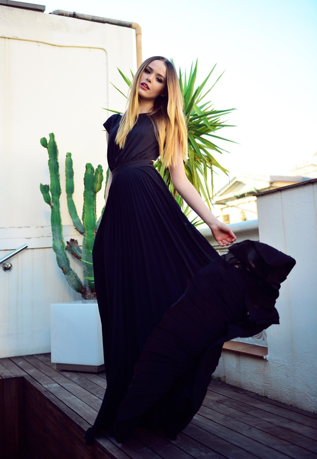 kristina in a photoshoot with a mango dreess #blackdress