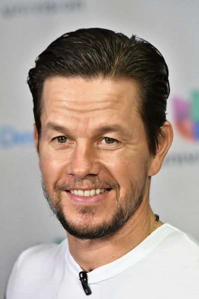 "Mark Wahlberg Photos - Actor Mark Wahlberg is seen on the set of 'Despierta America' to promote the movie 'Daddy's Home 2' at Univision Studios at Univision Studios on October 25, 2017 in Miami, Florida. - Celebrities Visit Univision's ""Despierta America"""