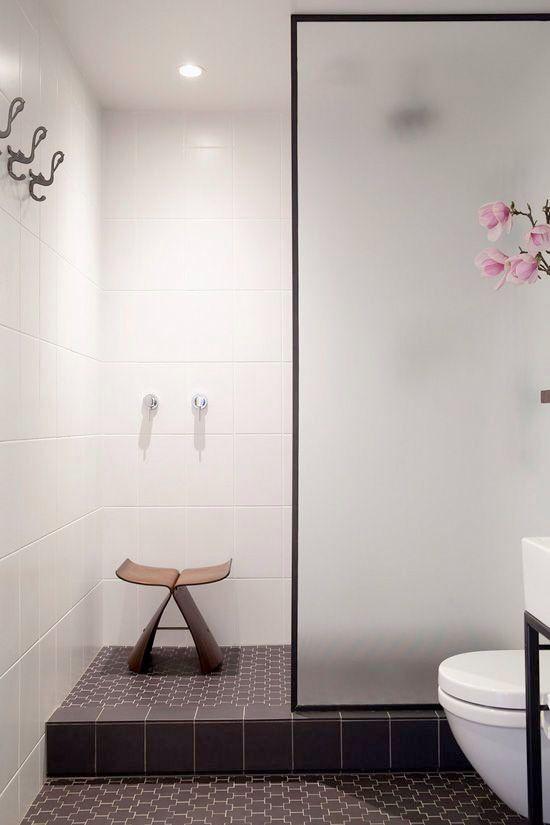 Fristad duschvägg