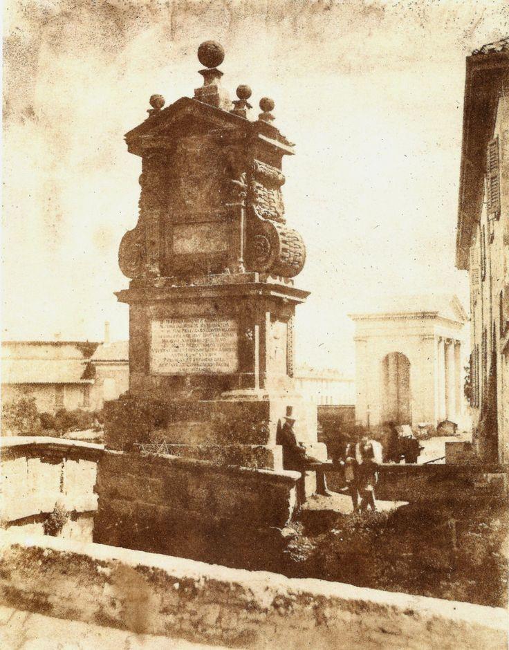Il Ponte del Trofeo sul Naviglio Pavese presso Porta Ticinese in una foto di Luigi Sacchi del 1845 circa.
