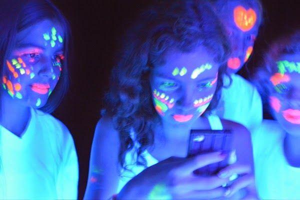 Be pretty by Beate: Teenie Geburtstags-Party Schwarzlicht-Fotos