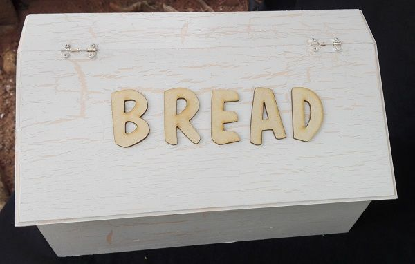 Bread Bins Size—330x190x190mm Bread Bins with wooden words. These can also be done without the words to store any items (toilet roll, biscuits, etc.)