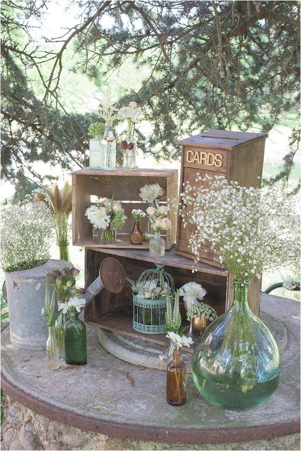 vintage wedding card station | Image by Awardweddings