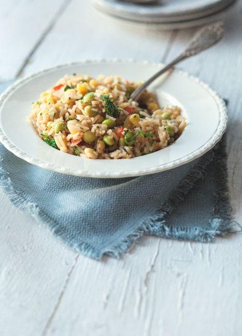 trois fois par jour: riz « frit » aux légumes.