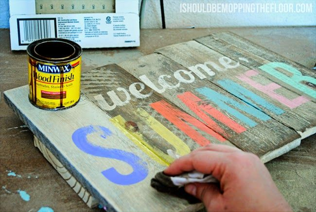 I love the effect created by painting the timber and then staining over top! A nice weathered effect. | i should be mopping the floor: DIY Weathered Summer Pallet Sign