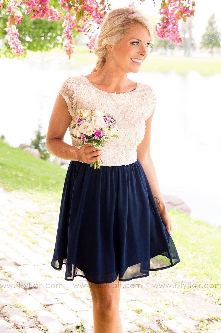 This sequin top dress with short sleeves and flowy bottom is the perfect dress for outdoors during the day and into the evening. Pair this dress with some classy heels and a elegant clutch and you are ready for a night of fun. | Affiliate link |