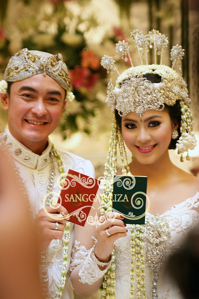 Traditional Sundanese Bride #MuslimWedding, www.PerfectMuslimWedding.com