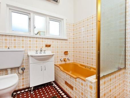 Bathroom (70s?) in orange tile