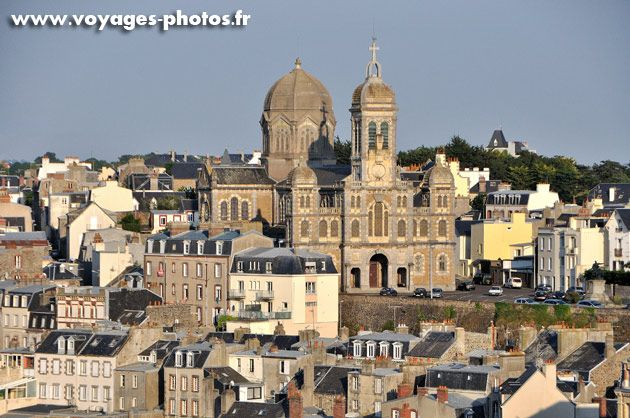 Eglise Saint-Paul de Granville. Granville is an upscale resort, with a casino, racetrack, a golf course, a commune in the Manche dept, of north west France. Residents called Granvillais. Administratively the island of Chausey is part of the commune, including it's small harbour.