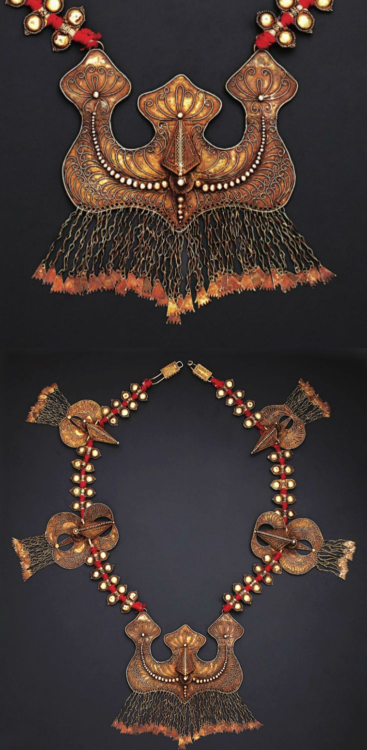 Indonesia | Necklace; silver gilt | Karo Batak | 20th century ||| Source; http://issuu.com/edmbooks/docs/preview_gold_jewellery