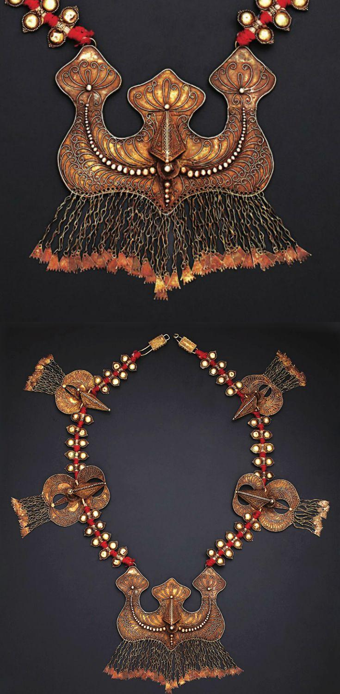 Indonesia | Necklace; silver gilt | Karo Batak | 20th century ||| Source; http://issuu.com/edmbooks/docs/preview_gold_jewellery