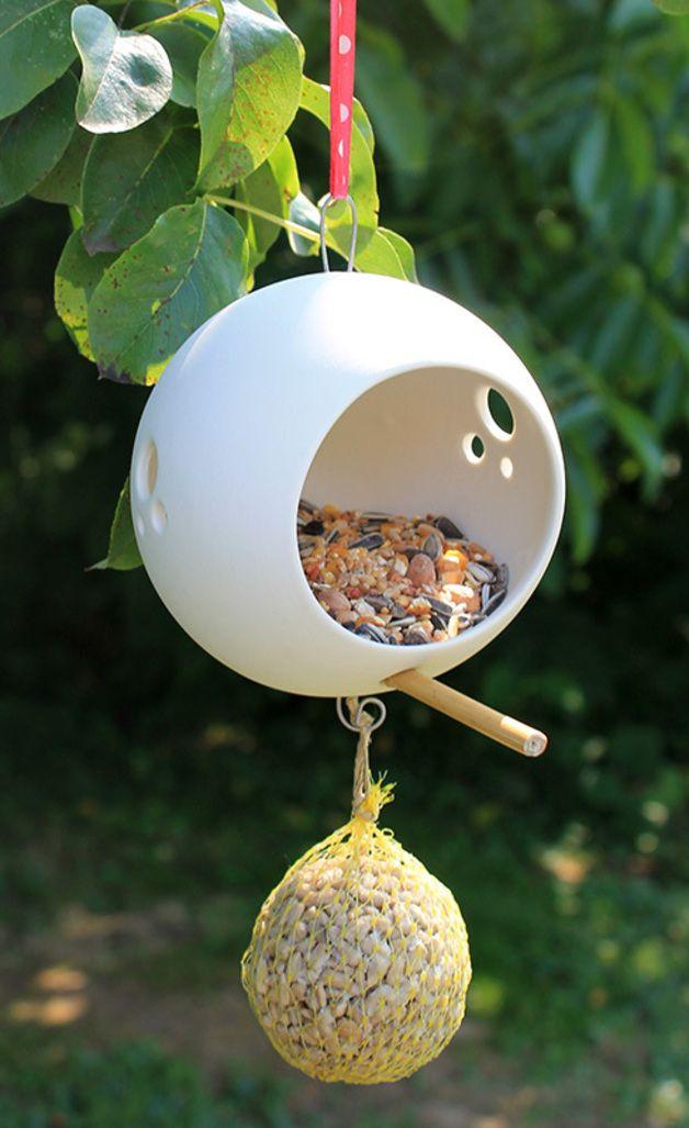Vogelfutterhaus aus Porzellan // porcelain bird feeder by Silicium-On via…