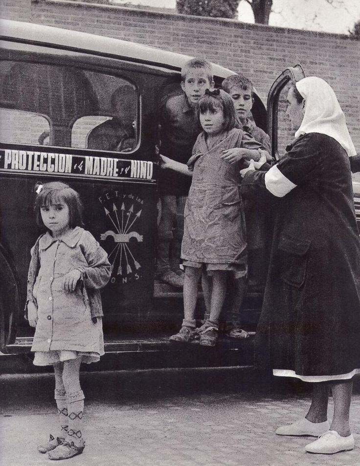 Niños recogidos por Auxilio Social tras el final de la Guerra.1 Noviembre 1940.