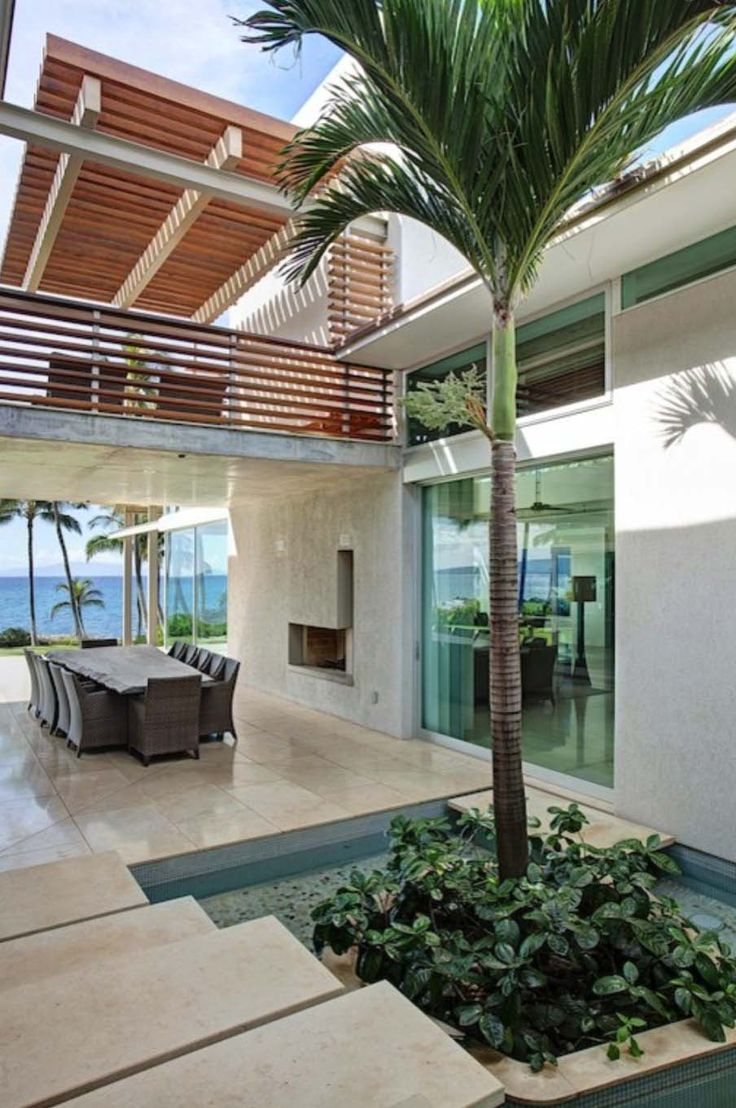 Tropical dream house in maui opens to fresh sea breezes