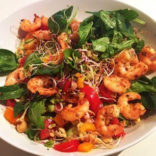 Joe Wicks #Leanin15 @thebodycoach  chilli and lime stir fried prawns salad