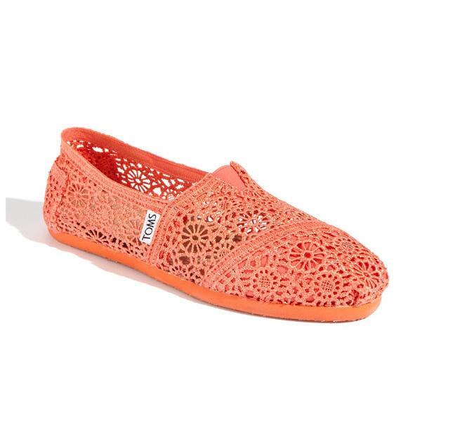 Class Crochet Slip-On: Lace Tom, Shoes, Fashion, Crochet Toms, Style, Tom Classic, Coral Tom, Crochet Slip On, Coral Crochet